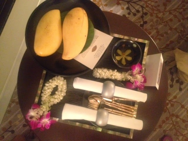 Fresh mangoes with cutlery and a serving dish at the Mandarin Oriental otel, Bangkok