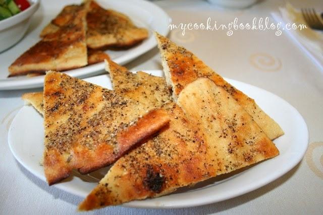 Плосък хляб със зехтин и Заатар (Za`atar)