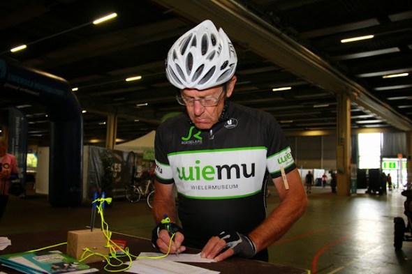 fietser met uitrusting van WieMu