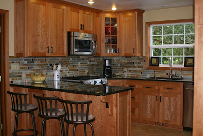 Chosing a backsplash with black granite counters on Backsplash For Maple Cabinets And Black Granite  id=61027