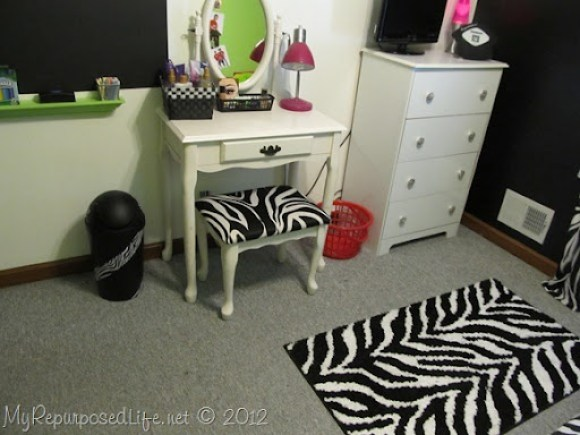 Teen Room Makeover (Zebra Print) (27)
