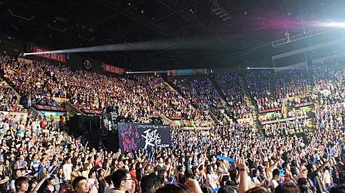 Nikkey的瘋狂世界: 《演唱會》2011.5.21 五月天「就是」演唱會之香港紅勘體育館(3)