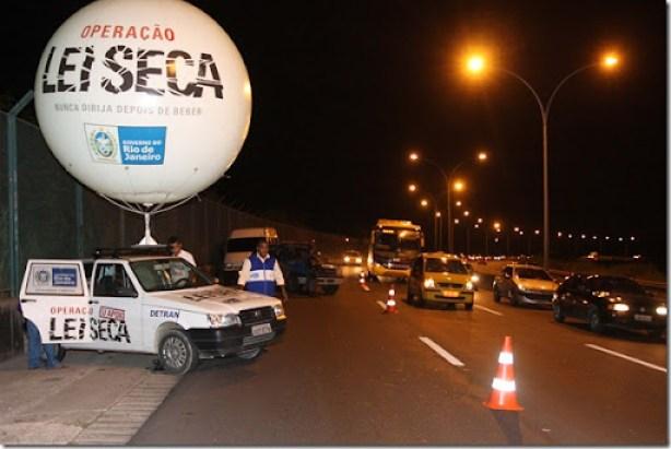 O Governo do Estado do Rio de Janeiro, por meio da Secretaria de Estado de Governo, realizou nesta sexta-feira mais uma etapa da operação Lei Seca, que tem foco educativo e de fiscalização. A blitz aconteceu na linha vermelha, no sentindo Baixada