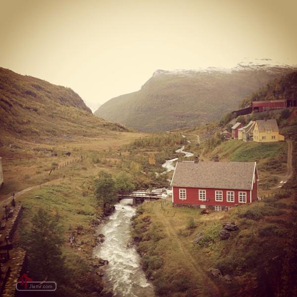 前面有小河後面有山坡