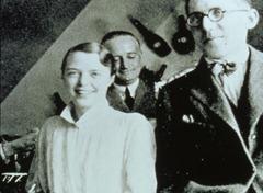 Charlotte-Perriand-junto con-Pierre Jeanneret-y-Le-Corbusier-en-el-pasado