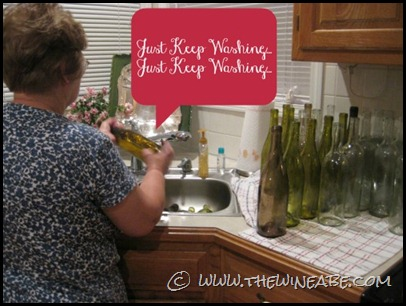 mama_winemaker_washing_bottles2