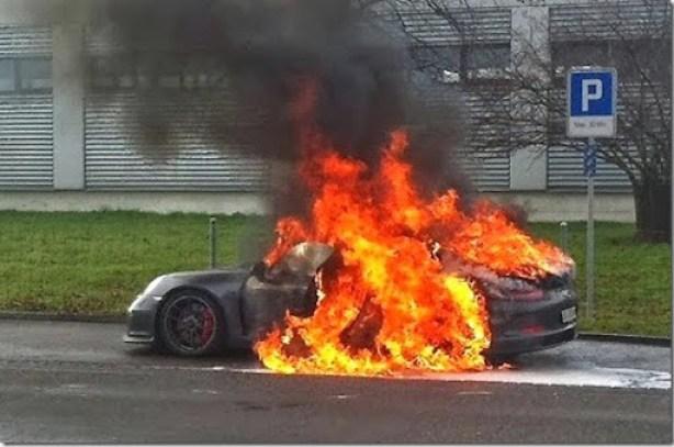 Porsche-911-GT3-fire-01[3]