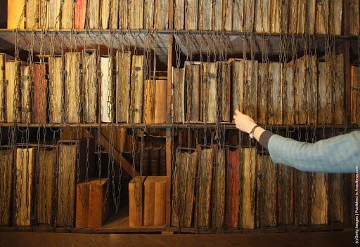 -Hereford-cattedrale incatenato-library-3