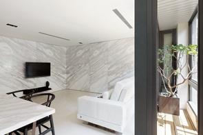 paredes-de-marmol-casa-changs-por-atelierii