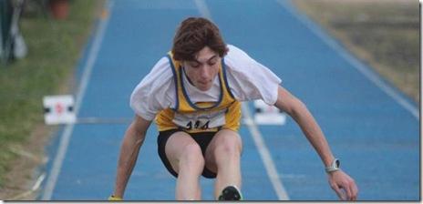 Filippo Randazzo a Senigallia durante il salto