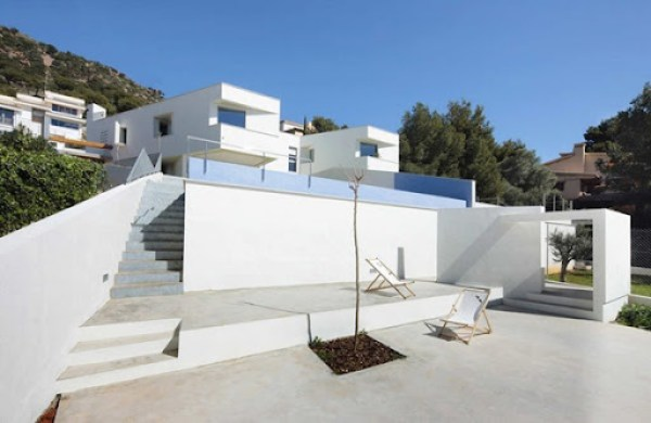 casa-de-fachada-minimalista-en-españa