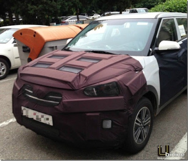 Front-of-the-Hyundai-mini-SUV-spied-in-South-Korea
