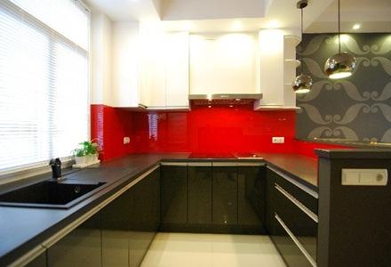 cocina-moderna-muebles-negros-encimera-negra