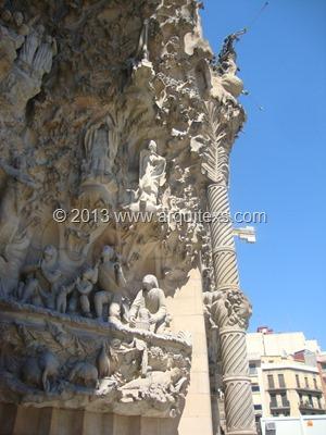 fachada-basilica-sagrada-familia-barcelona-antonio-gaudi