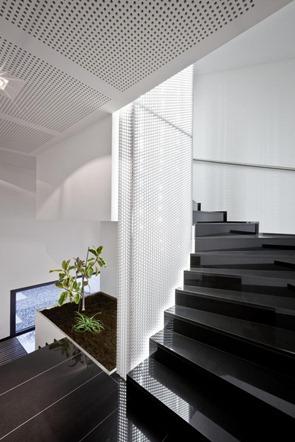 Diseño-de-escaleras-modernas-color-negro