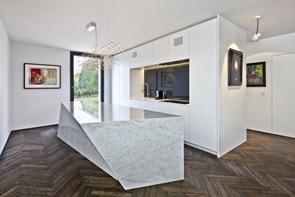 Cocina-de-diseño-isla-de-marmol