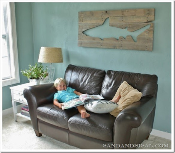 Pallet Art Shark by Sand and Sisal