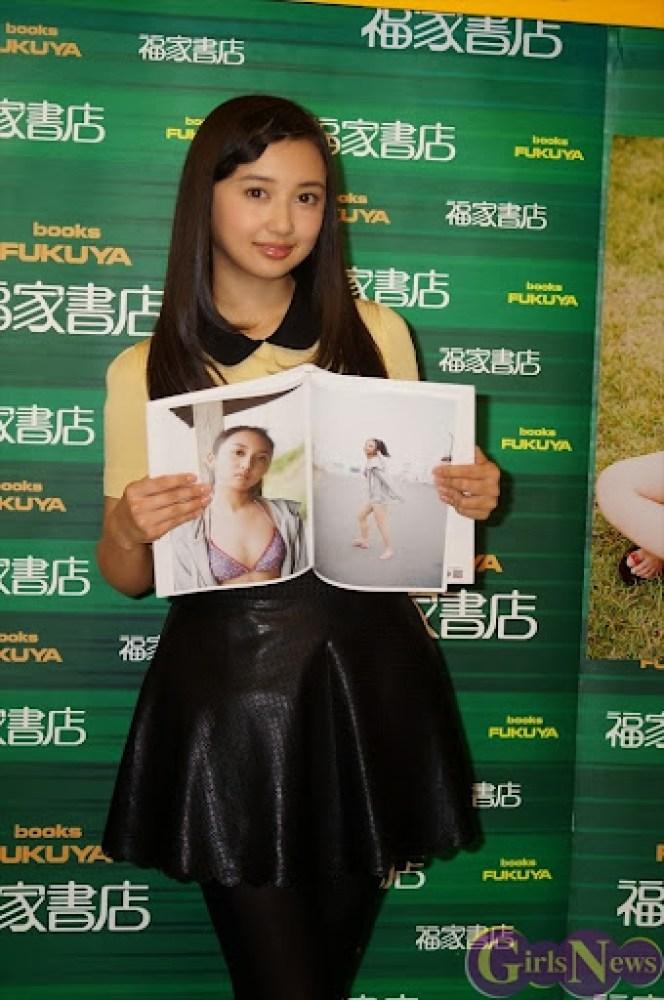 Komiya_Arisa_photobook_release-event_05