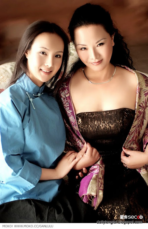 Gan Lulu (干露露) with mother