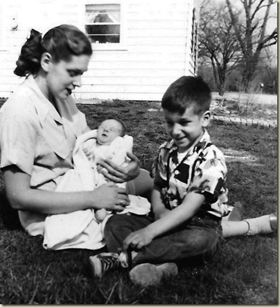 04 June Gail 3 wks old & Hal Olmsted April 1954 Spring Rd Hinsdale IL (585x644)