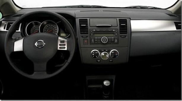 Nissan Tiida 2010[3]