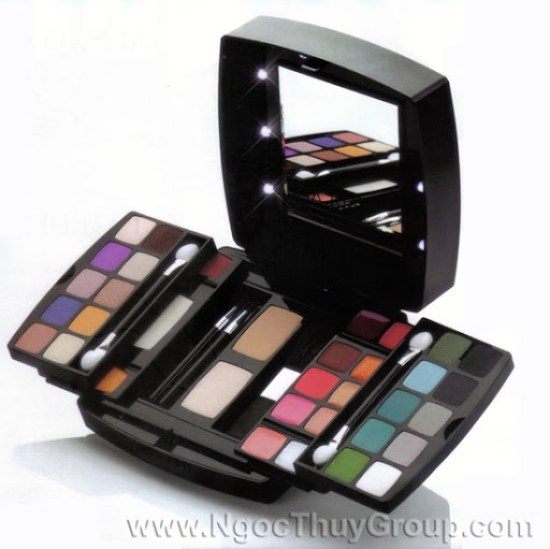 Ultimate Oriflame Dare To Dream Make-up Pallete 20903
