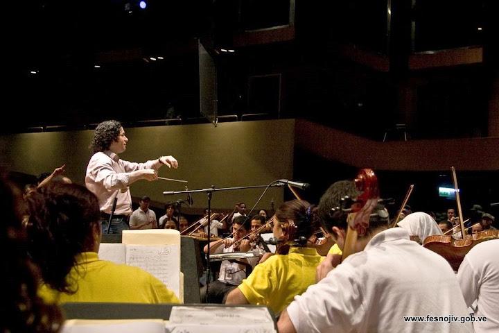 Ensayo con el Maestro Gustavo Dudamel. Sala Ríos Reyna. Teatro Teresa Carreño. 28-07-2009. Fotografía: Amilciar Gualdrón.