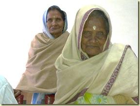 कमला (७०),मैना (९०) माँ-बेटी