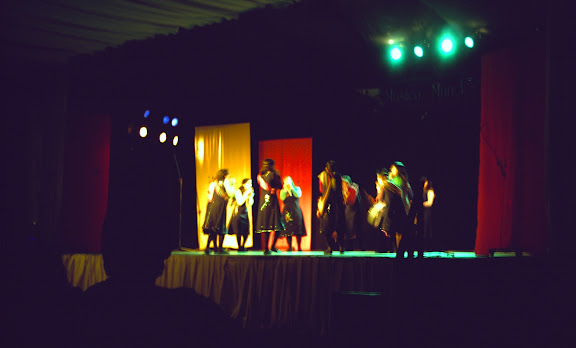 Lakitas Matriasaya en teatro de Chillan