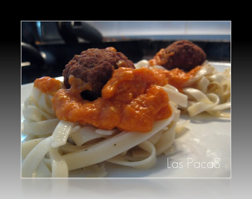Nidos de Pasta con Carne y salsa especial_picnik