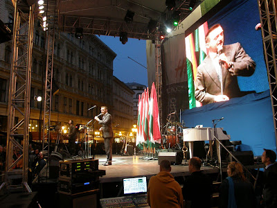 Fidesz, Budapest,  Vörösmarty tér,  2010. április 25, második forduló,  képek,  fotók. pictures,  fotók,  buli,  Tonyó, Tonió, Budapest,  Vörösmarty tér,  2010. április 25, második forduló,  képek,  fotók. pictures,  fotók,  buli, Rogán Antal