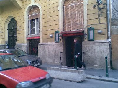 Napoleon Café és Borház, VI. kerület,  6. kerület,  Budapest,   Verók István, Zichy utca, borozó, pincekocsma, kávézó, vendéglátás