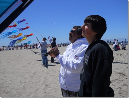 IQuad Member teaching Nate to fly a Quad Kite at the Lincoln City Kite Festival