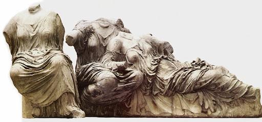 Trzy mojry (wschodni przyczółek Partenonu)