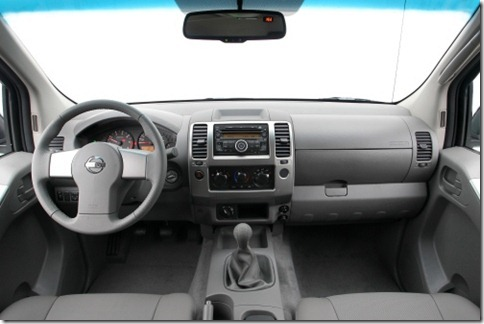 Nissan Frontier 2011 (2)