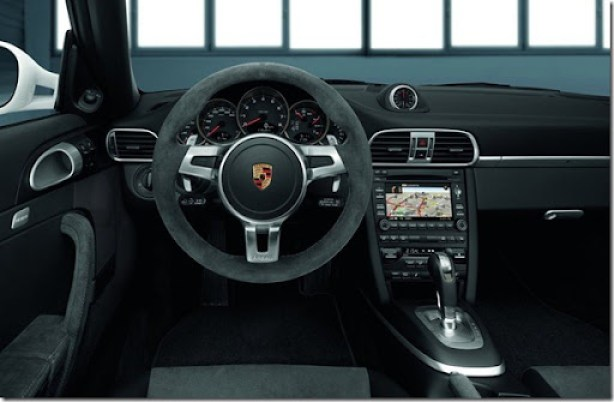 Porsche-911_Carrera_GTS_2011_800x600_wallpaper_05