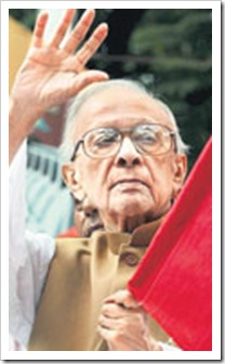 Veteran Communist leader Jyoti Basu died on Sunday from multiple organ failure