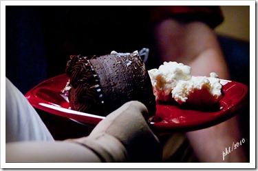 DSC_0023-Nichelle-holding-cake