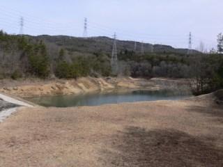洪水吐よりダム湖を望む