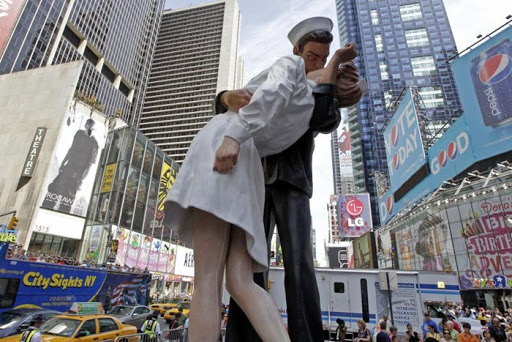 time-square-kiss (10)