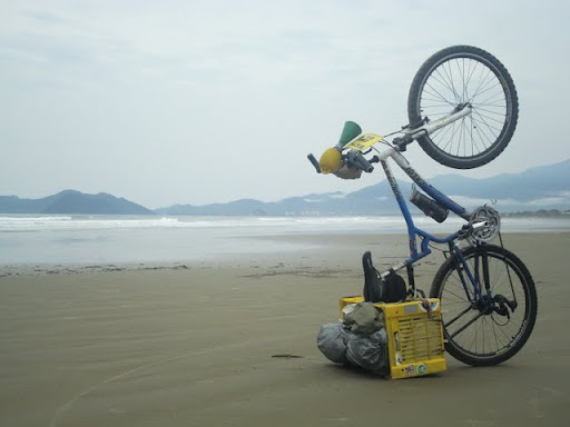 Chegada na praia na cicloviagem Rodovia Rio-Santos