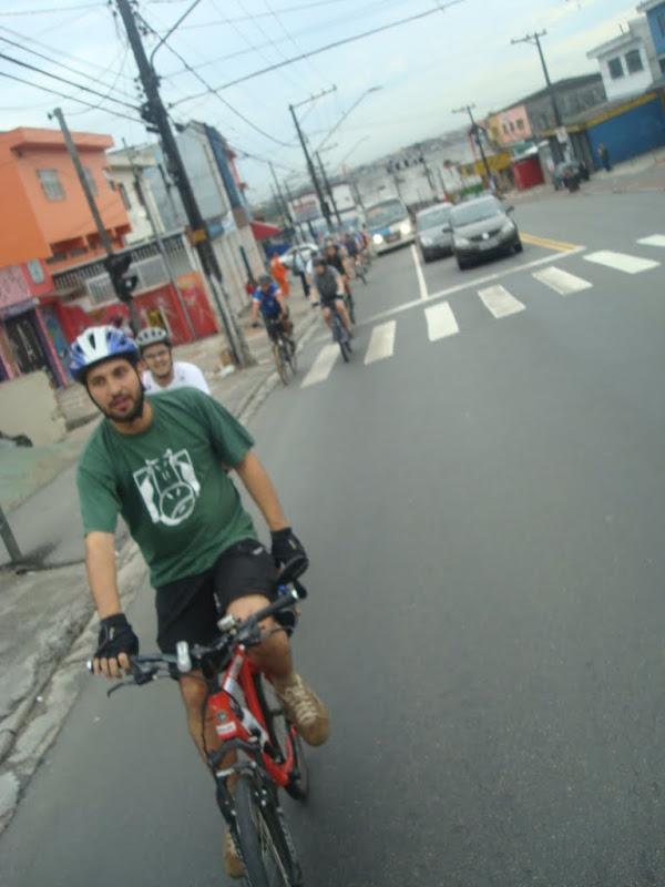 Avenida movimentada logo na saída da est. Grajaú