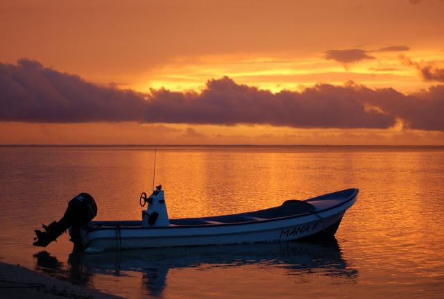 Sunset Robinson Crusoe Island, Fiji - taken by Davis Zhou