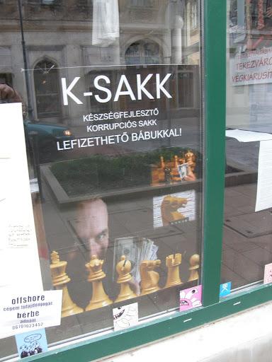 Boulevard és Brezsnyev Galéria, Budapest, Király utca, kiállítás, Kétfarkú Kutya Párt, korrupció, Le Verauc, Verók István
