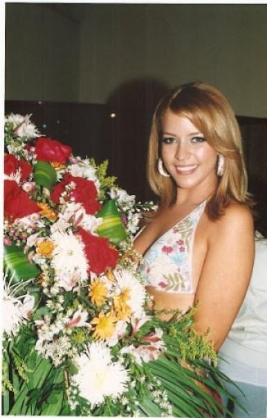 Luz karina Martinez con Flores