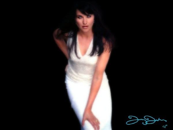 Lucy Lawless8