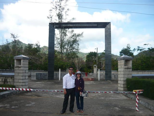 Viếng nghĩa trang Hàng Dương