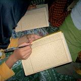 Baca kitab itu kaya nyari kutu kecil2 gak ada harokatnya..