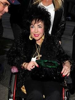 Elizabeth+Taylor+silla+de+ruedas