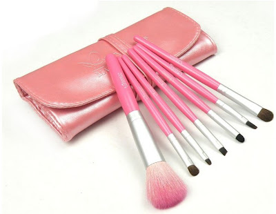 Win Beauty and Fashion Products Giveaway | RemakeStyle.com X Eazy Fashion Shop Giveaway | Emily 7 Brushes Set with Leather Pouch